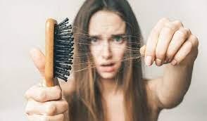 Chữa rụng tóc bằng củ tỏi.